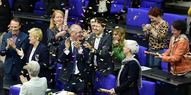 البرلمان الالمانى يقر قانون للمثليين