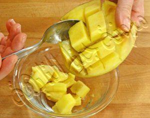 تقطيع الفاكهة المراد تخزينها